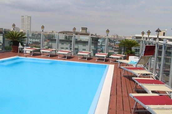 Hotel President: Бассейн на крыше