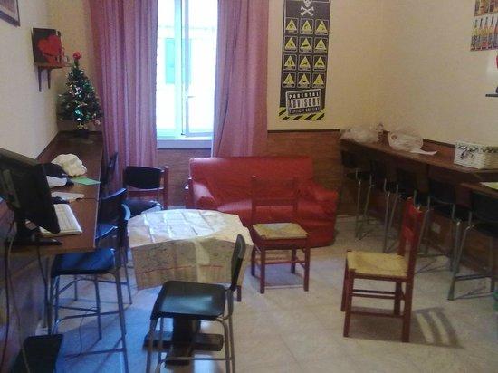 Freedom Traveller Hostel: dining room