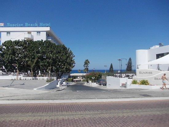 Vangelis ApartHotel: Дорога к морю