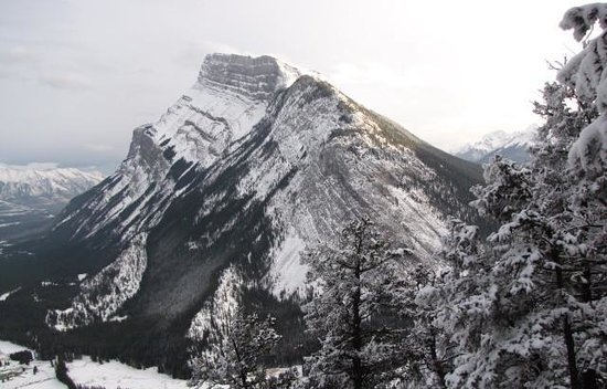 Tunnel Mountain Trail: Mt Rundle