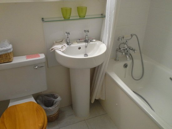 "Rowley Manor Country House Hotel: Bathroom lacks flat surfaces for your ""stuff"""