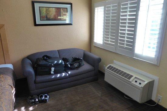 Anaheim Islander Inn and Suites : Sitting area