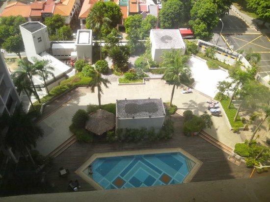 Village Hotel Bugis by Far East Hospitality : 部屋から望むプールの写真
