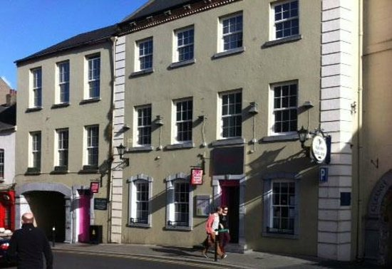 Kilkenny River Court Hotel: After eating in Hotel too much Conor recommended Yindees, Its just next door!