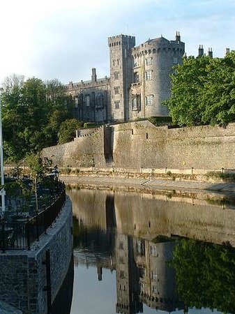 Kilkenny River Court Hotel: This is the magical view form the terrace early morning end of october