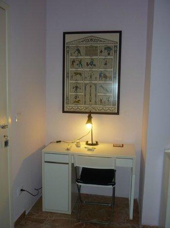 Il Giardino Casamari B&B : Schreibtisch im Zimmer