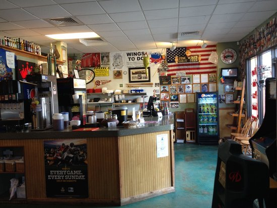 Cousin Vinny's : Front counter