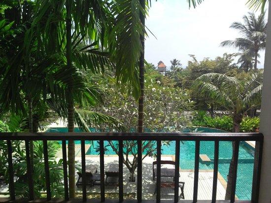 Lamai Buri Resort: Вид на бассейн из номера со второго этажа