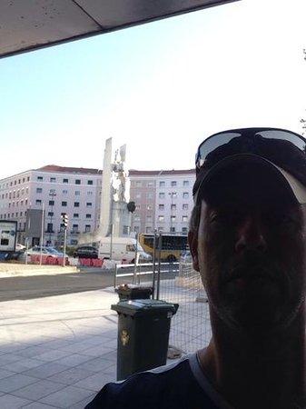 Residencial Lar do Areeiro: vista da porta de entrada do hotel