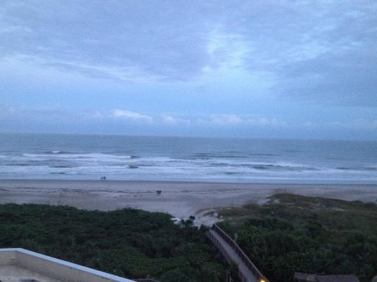 Hilton Cocoa Beach Oceanfront : Ocean view room, after sunset