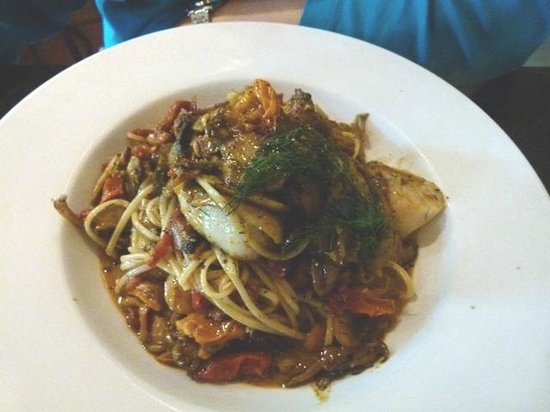 The Fixx Pasta Bar and Cafe: Seafood linguini with very meaty mushrooms