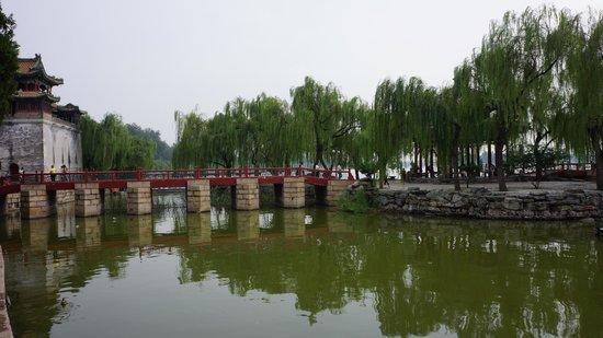 Gran Corredor del Palacio de Verano: Bridge to small island