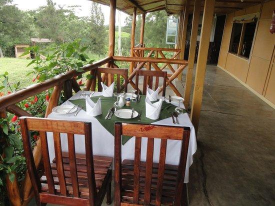 Twin Lakes Safari Lodge: Lunch table set up