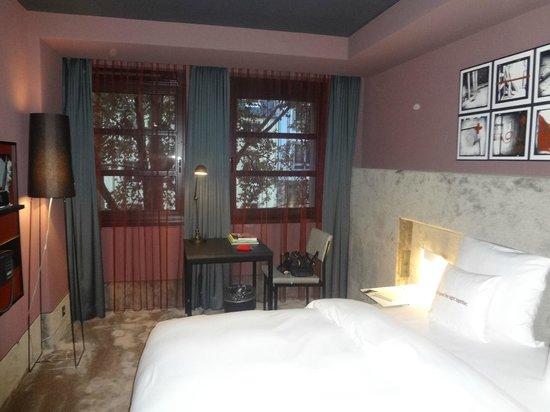 25hours Hotel The Goldman: мягкая и уютная отделка