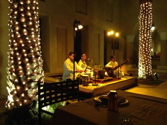 Bab Al Shams Desert Resort & Spa : Masala Entertainment