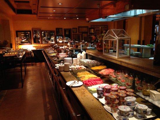 Bab Al Shams Desert Resort & Spa: Buffet