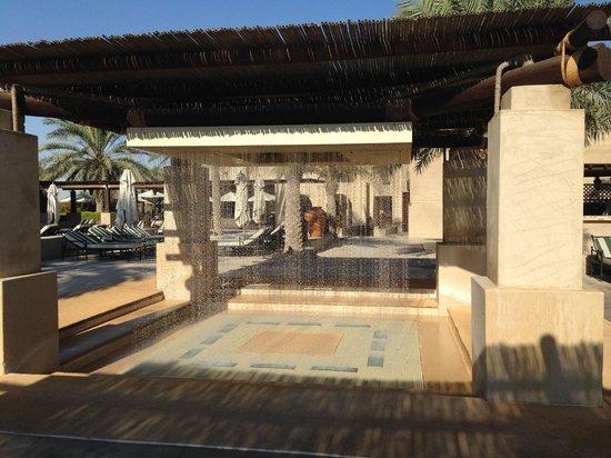 Bab Al Shams Desert Resort & Spa: Water fountain