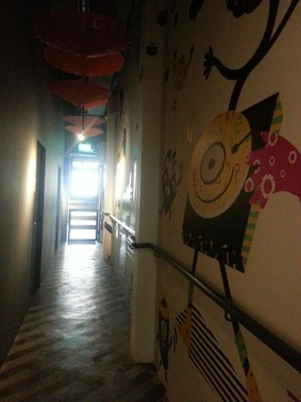Mori Hostel: Corridor leading to exit