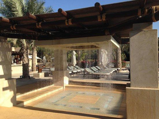Bab Al Shams Desert Resort & Spa: Fountain & waterfall