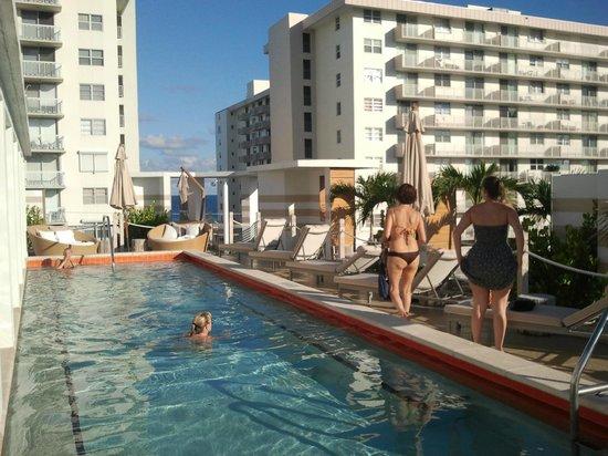 Sense Beach House: piscina
