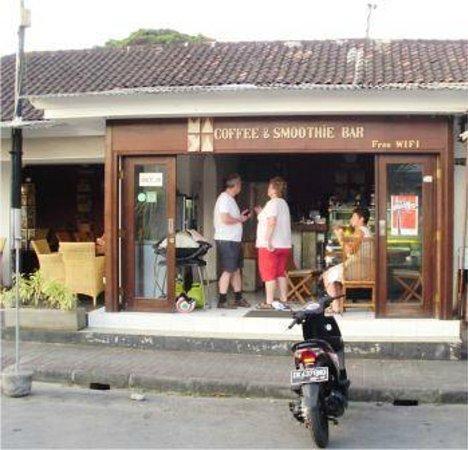 Maya's Coffee & Smoothie Bar : Best coffee in Sanur