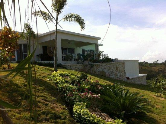 Villa Belia: Villa Pampa vue de l'allée