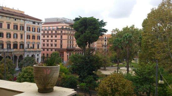 Hotel Roma Mansion: Vistas de la habitación (izquierda)