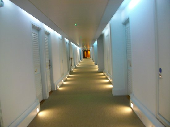 Malmaison Brighton : Cool lighting in the corridor