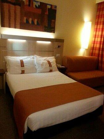 Holiday Inn Express Bologna-Fiera: letto comodo e atmosfera accogliente