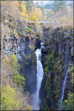 Corrieshalloch Gorge: The falls and bridge