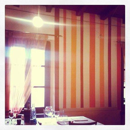 Nucetto, Italien: Il locale colorato