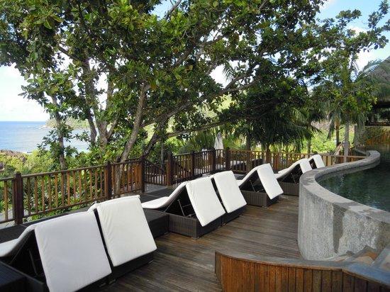 Valmer Resort : Espace transat vue sur l'Océan Indien
