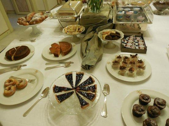 Antica Badia Relais Hotel : Delicious items on breakfast buffet
