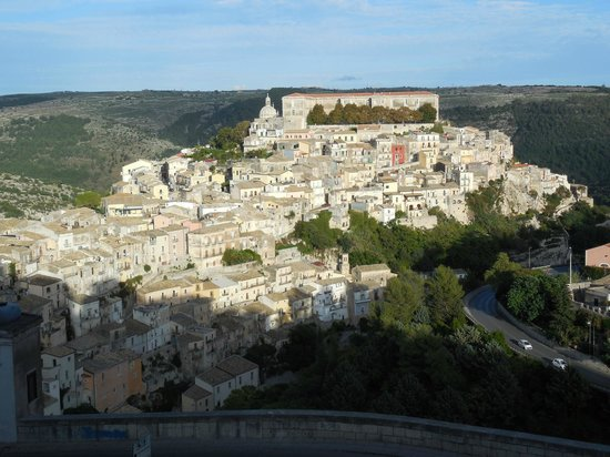 Antica Badia Relais Hotel : view of Ragusa-Ibla from ancient stairway