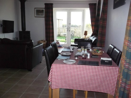 Perkhill Holiday Cottages : Lovely room with amazing views, what a lovely country we have.