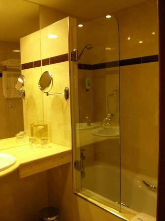 Abba Centrum Hotel: Bathroom 1