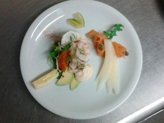 Grande Rocques Bistro: Melon prawn & smoked salmon