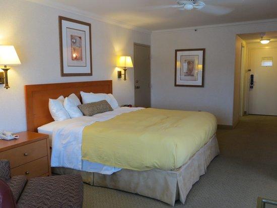 Best Western De Anza Inn: Bright Room