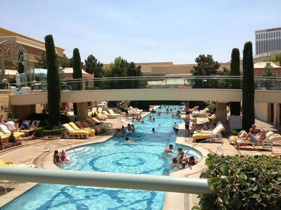 Las vegas kid friendly hotels pools 2018 world 39 s best hotels for Best swimming pools in las vegas hotels