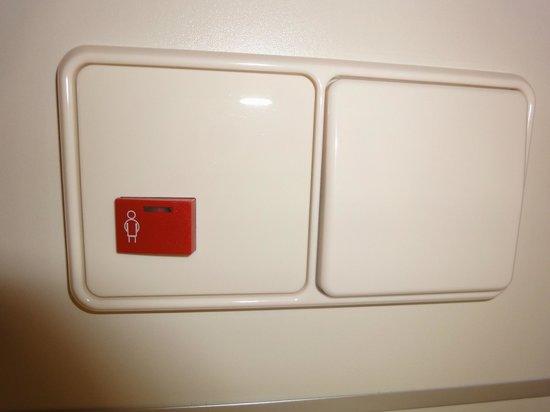 Gastehaus am RPTC : непонятная кнопка,вроде как ночник у кровати