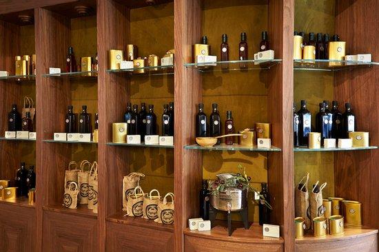 Biz Cevahir Hotel Istanbul : Zeytinyalı Restaurant Olive Oil Showcase