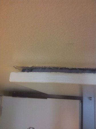 Hilton Oakland Airport: AC unit separating from ceiling