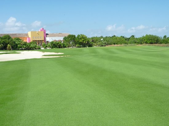 Playa Mujeres Golf Club: #18.  Getting there