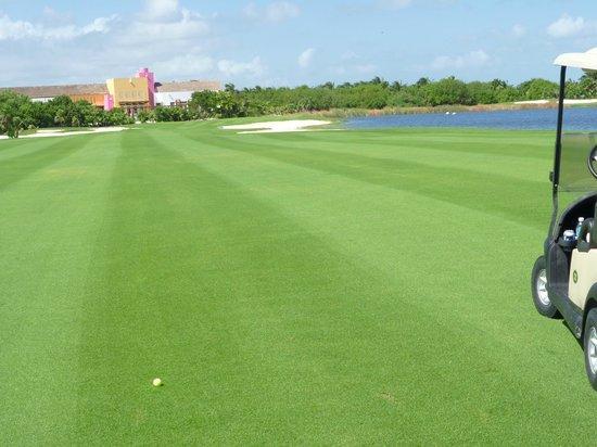 Playa Mujeres Golf Club : Hole 18, Par 4.   From fairway.