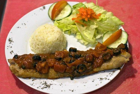 Restaurante La Galeria: corvina tomate aceiutunas y alcaparas