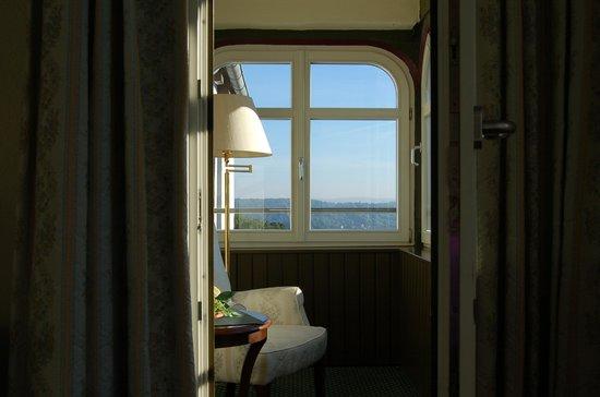 Hotel Haus Hainstein Eisenach : Chair with a view