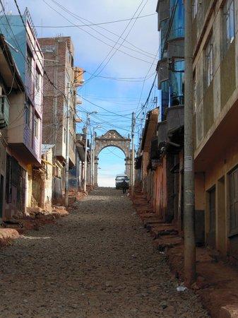 Casa Andina Classic - Puno Tikarani : vistas de la calle desde la entrada hotel