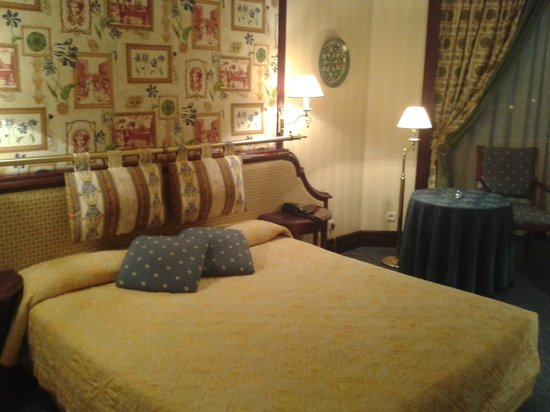 City Palace Hotel : Comfortable bed