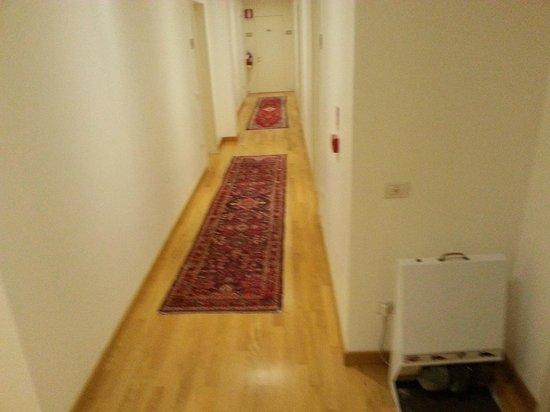 Hotel Ristorante Primavera: Hotel floor to rooms