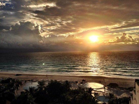 Live Aqua Cancun All Inclusive: Sunrise